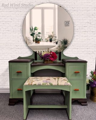 Isn't this piece just beckoning you to take a seat? Unique and refreshed, simply put - it's functional Art! Available @redwindstudio Artist: Tracey Doogan-Benoit #FATPaint #FATPaintretailer #inFATuated❕ #chalkpaint #chalkstylepaint #custompaintedfurniture #restoredfurniture #vanitymakeover #furnituremakeover #interiordesigninspo #FATverdigris #artisanlife #FATPaintStudio