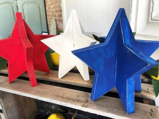 We're seeing lots of Red, White and Blue... 🇺🇸in honour of the 4th of July tomorrow! Here we have some pretty cute rustic stars as part of a take-home #diy kit courtesy of FATPaint Retailer: @theatticonmyrtle Colours used: #fatredbarchetta #fatwarmwhite #fatcabaret . . . #FATPaintstudio #FATPaint #inFATuated❕ #chalkstylepaint #bestchalkpaint #diyprojects #4thofjuly #4thofjulydecor #becreative #paintallthethings #rusticchic #theatticonmyrtle